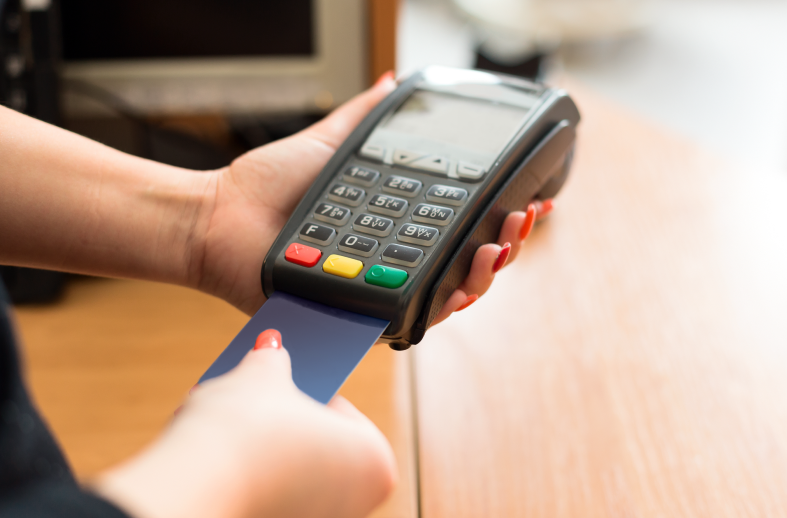 ¿Qué es y cómo se usa una tarjeta de crédito?